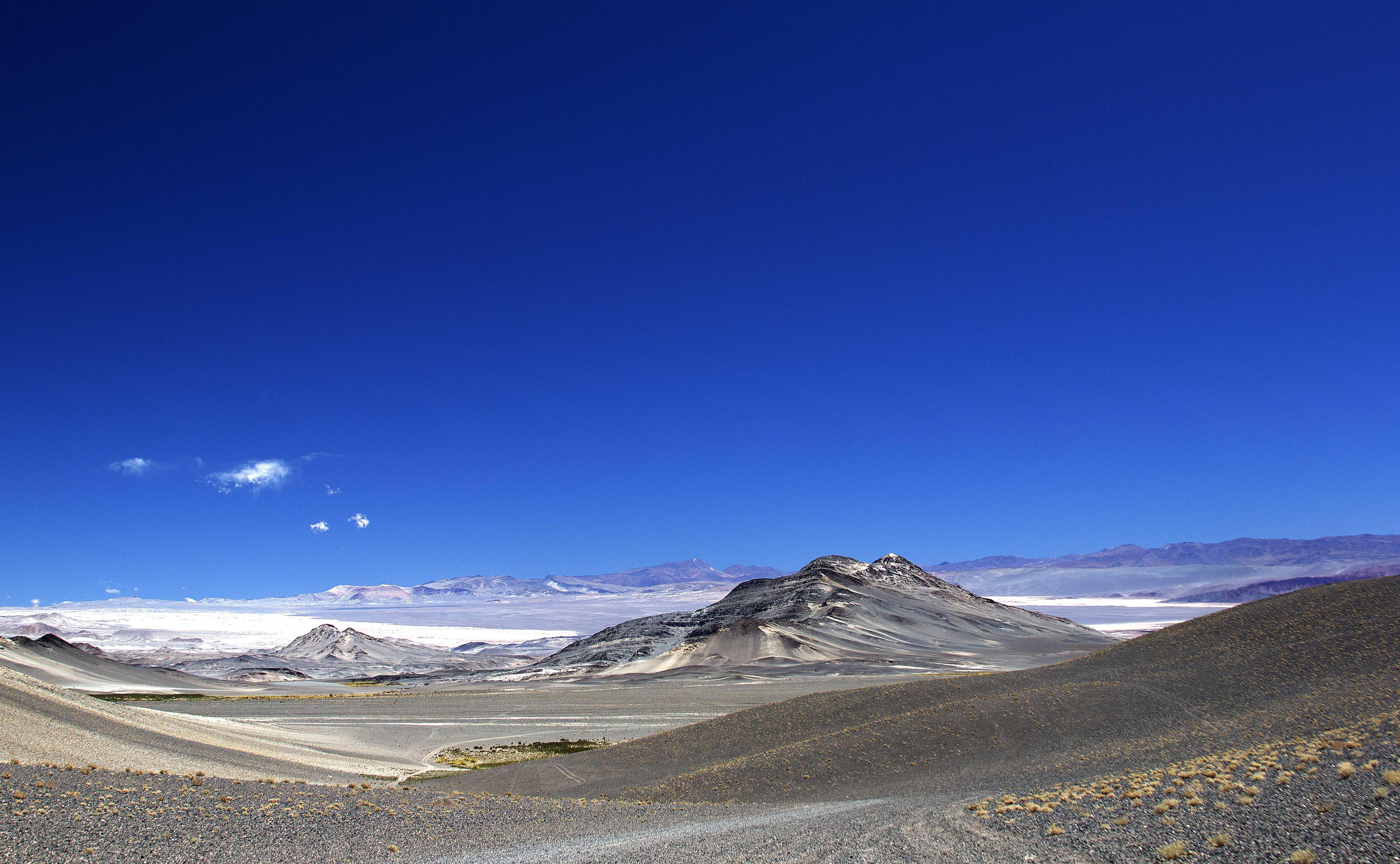 descida da cratera do vulcão Galán, Puna Argentina
