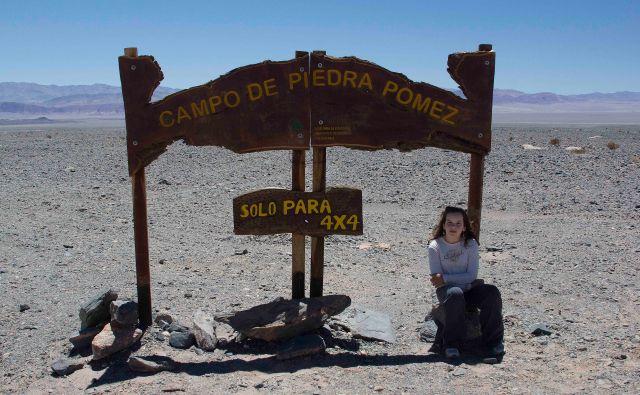 Maria Cordeiro na entrada do Campo de Piedra Pomez, Puna Argentina