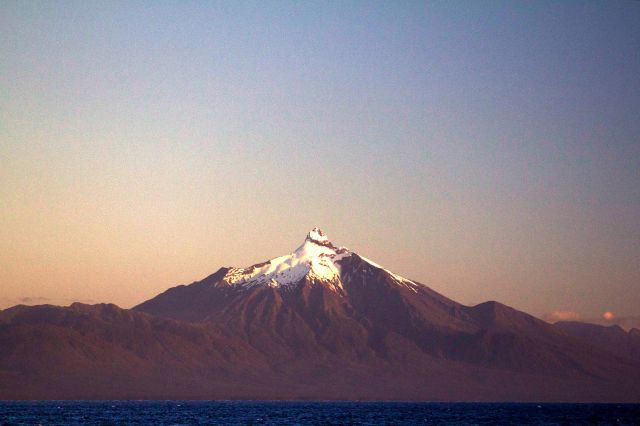 Vulcão Corcovado visto do transbordador para Chaittén