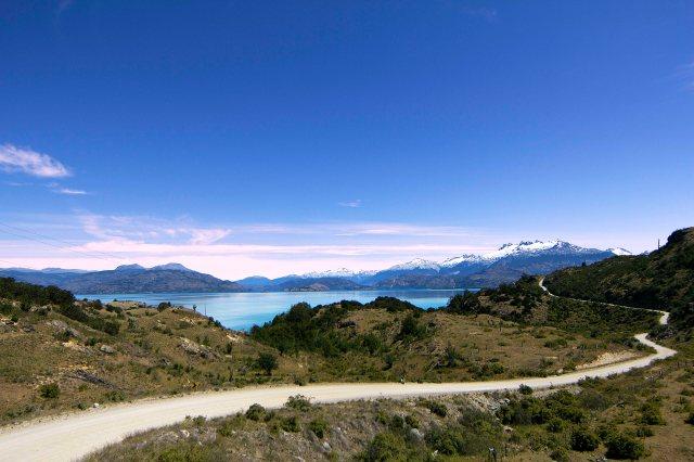 Carretera Austral ladeando o Lago General Carrera