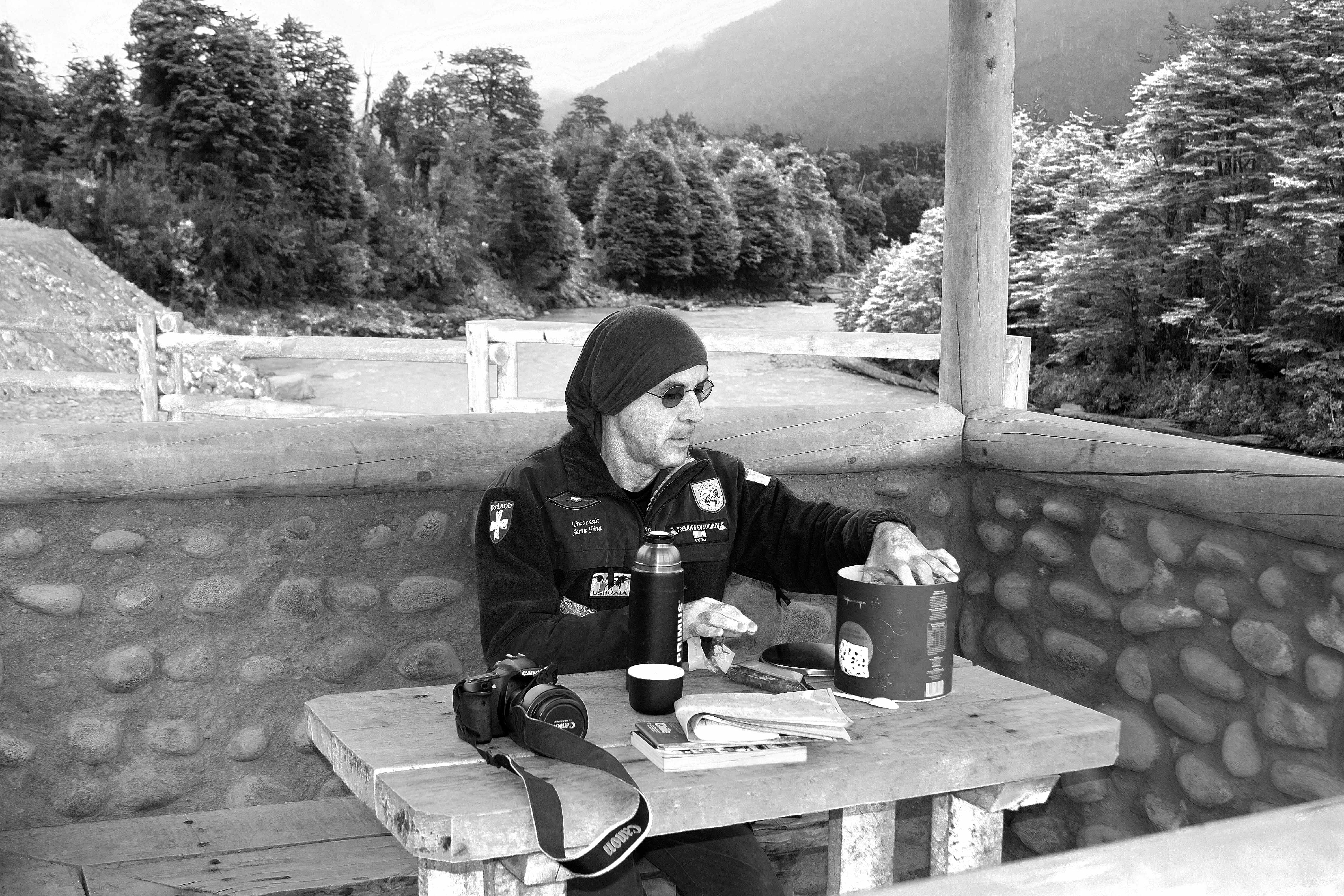 Café com panetone numa parada, Lago General Carrera